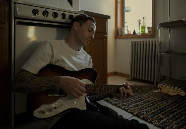 """Vinnie Caruana (The Movielife) release new song; """"Alone"""""""