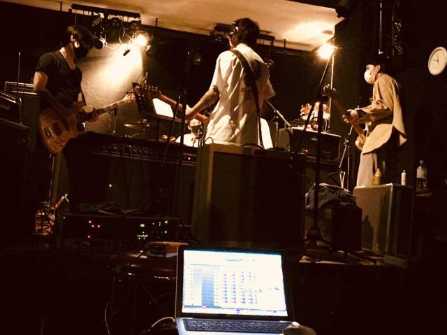 """百姓一揆 release new song; """"逃げ出せ"""""""