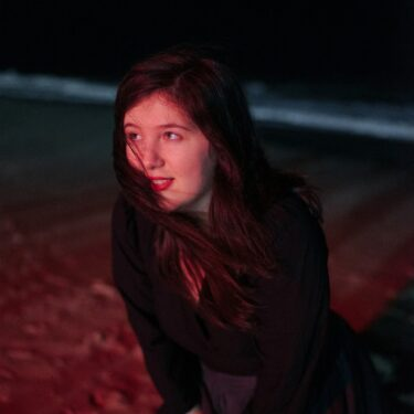 "Lucy Dacus release new song; ""Hot & Heavy"""